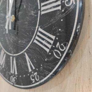 Zegar ścienny z marmuru Nero Marquina 30 cm indeks rzymski