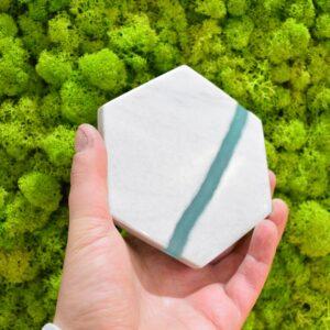 Bianco Carrara marble base with 12.5 x 11 cm resin