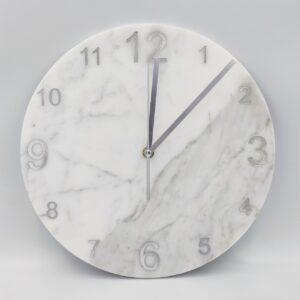 Zegar ścienny z marmuru Bianco Carrara 30 cm indeks arabski srebrny