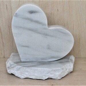 Serduszko dekoracyjne z marmuru Bianco Carrara figurka