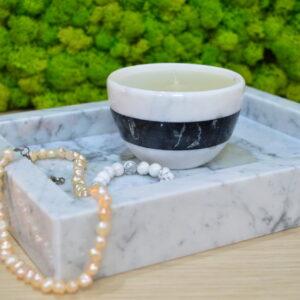 Świeca woskowa w marmurze Bianco Carrara i Nero Marquina