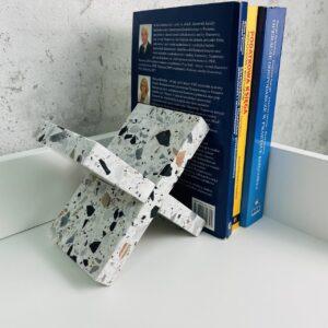 Podpórka do książek z kamienia Terrazzo