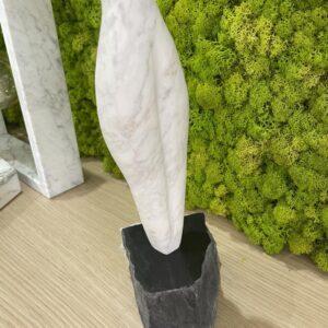Statuetka rzeźba z marmuru naturalnego Bianco Carrara