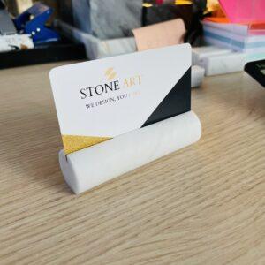 Marmurowy wizytownik Bianco Carrara wałek 9cm x 2,5cm