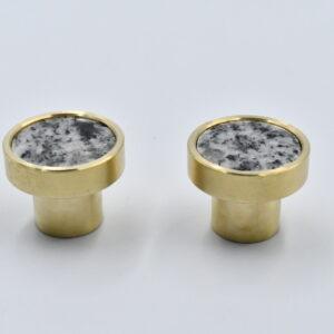 Mosiężny uchwyt meblowy z granitem naturalnym Strzegom polerowany