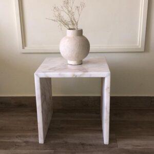 Stoliczek z marmuru Bianco Carrara 40