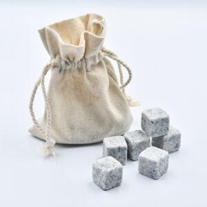 Kamienne kostki do drinków 9 szt. jasno – szare w lnianym woreczku